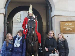 с-конной-королевской-охраной