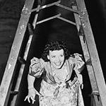 Walk under the ladder – проход под лестницей