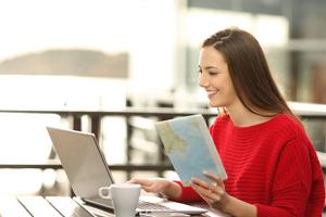 Разговорник путешественника: как забронировать авиабилет, номер в гостинице и столик в ресторане
